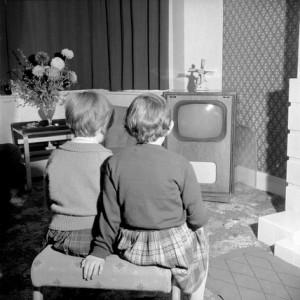 Henri-Grant-Children-watching-television-1953